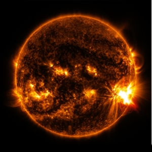 The massive solar flare seen on the right side of the sun erupted on October 27, 2014 from sunspot 12192, the same sunspot seen during the solar eclipse four days earlier. Photo: NASA/SDO